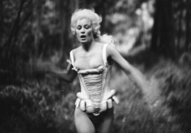 Fotograma do filme La Bête