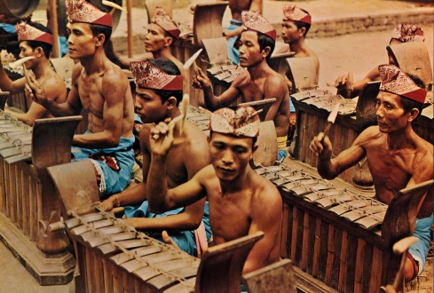 02 Bali - Lelambatan - front